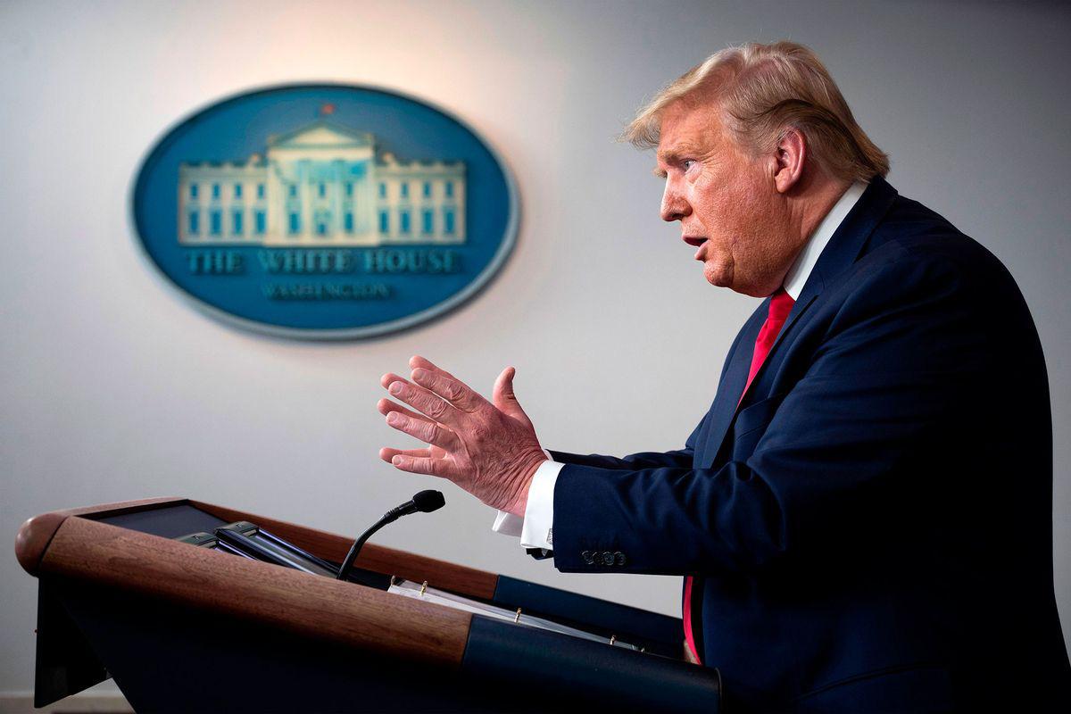 Tổng thống Trump đề nghị dân Mỹ bỏ hẳn thói quen bắt tay - Ảnh 1.