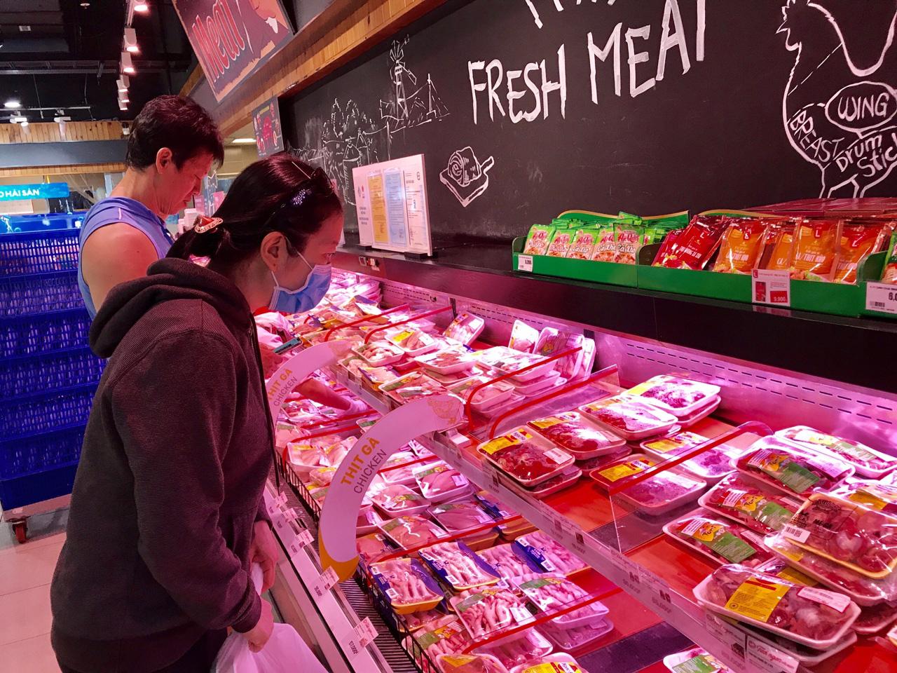 Vừa tái đàn vừa nhập khẩu gần 26.000 tấn thịt heo trong quí I để hạ giá heo trong nước - Ảnh 1.