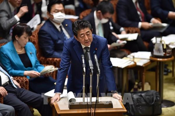 Thủ tướng Nhật Bản: Cuộc chiến chống dịch COVID-19 sẽ còn kéo dài - Ảnh 1.