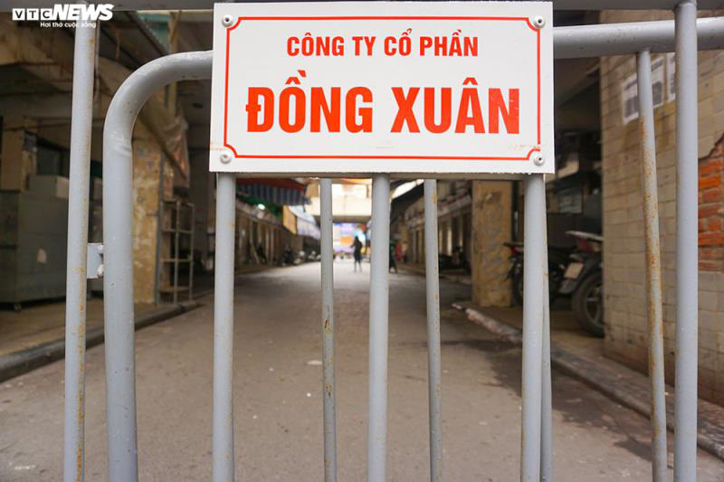 Cận cảnh chợ nổi tiếng nhất Hà Nội ngày đầu ngừng hoạt động - Ảnh 6.