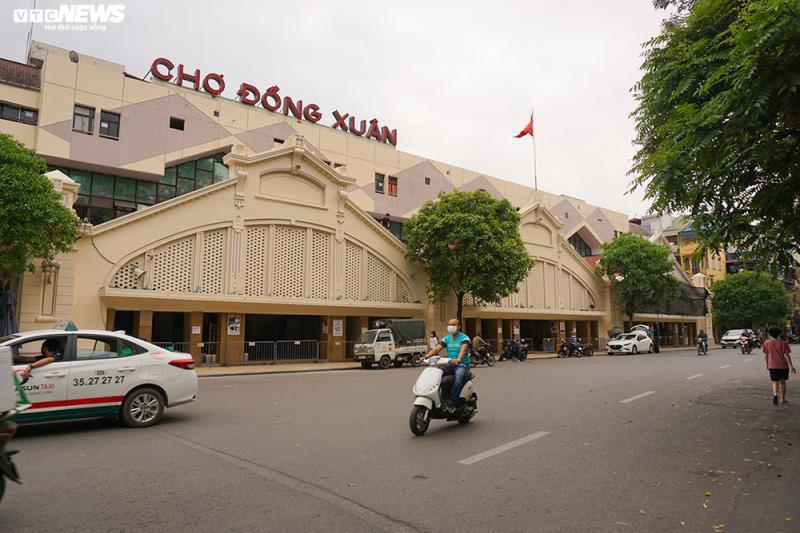 Cận cảnh chợ nổi tiếng nhất Hà Nội ngày đầu ngừng hoạt động - Ảnh 1.