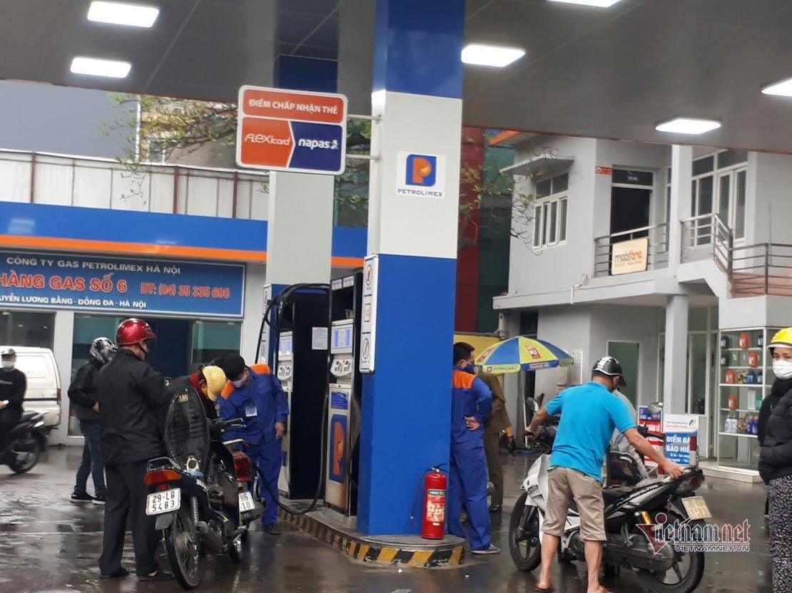 Giá xăng dầu có thể còn hơn 10 nghìn/lít, chờ mức thấp nhất 10 năm - Ảnh 1.