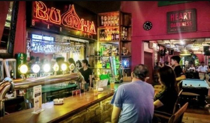 Ngoài 13 người đã được công bố nhiễm COVID-19, quán bar Buddha vừa có thêm 11 người xét nghiệm dương tính  - Ảnh 1.