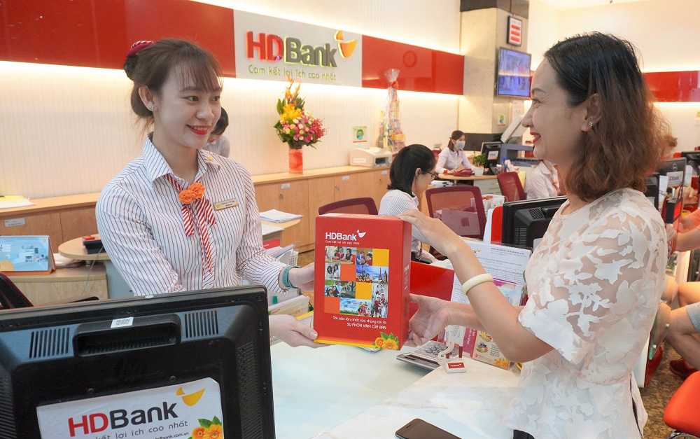Mừng 8/3 trao gửi yêu thương - ngập tràn quà tặng từ HDBank - Ảnh 1.