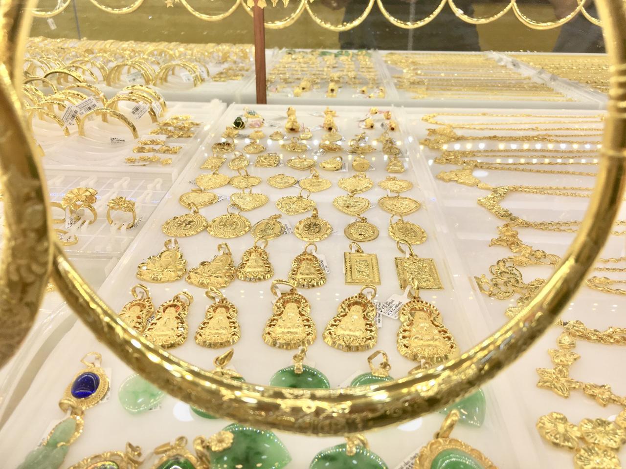 Gia vàng SJC phớt lờ đà giảm của thế giới, bật tăng đến nửa triệu đồng/lượng - Ảnh 1.