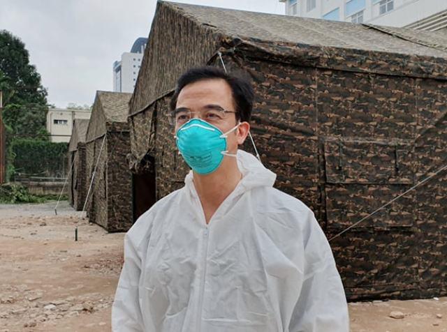 Dựng bệnh viện dã chiến phòng chống dịch COVID-19 ngay trong Bệnh viện Bạch Mai - Ảnh 1.
