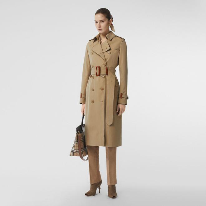 Burberry lấy vải may áo khoác làm đồ phục vụ bệnh viện chống dịch - Ảnh 2.