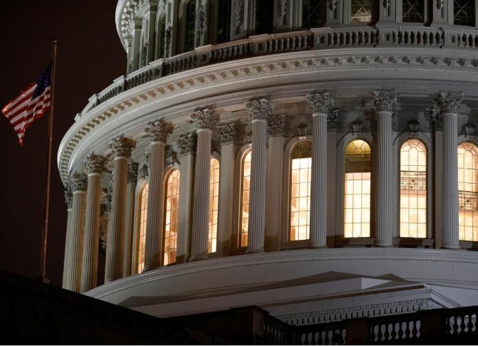 Quốc hội Mỹ cân nhắc các biện pháp mới để đối phó với COVID-19 - Ảnh 1.