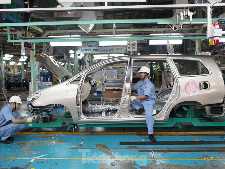 Ảnh hưởng dịch COVID-19, Toyota Việt Nam tạm ngừng sản xuất - Ảnh 1.