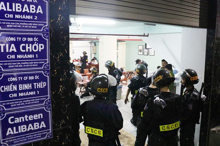 Hàng loạt nhân viên địa ốc Alibaba bị bắt - Ảnh 3.