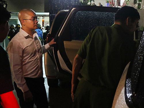 Hàng loạt nhân viên địa ốc Alibaba bị bắt - Ảnh 1.
