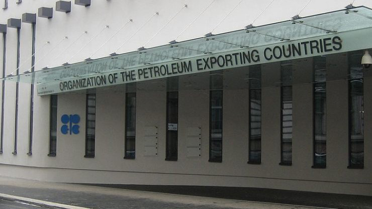 Các thành viên OPEC nhất trí cắt giảm thêm sản lượng dầu mỏ - Ảnh 1.