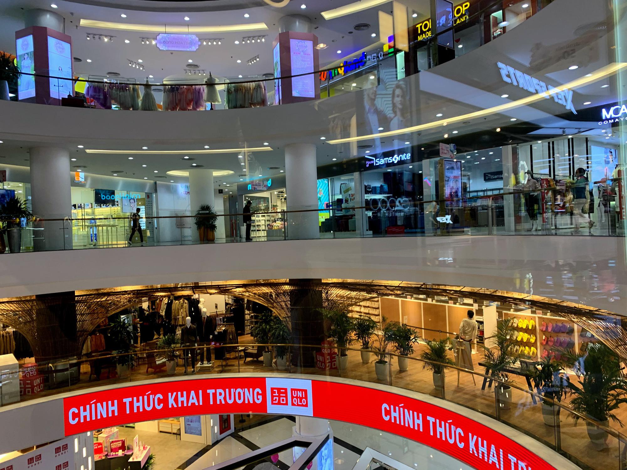 Bên trong cửa hàng Uniqlo lớn nhất Đông Nam Á ở Hà Nội có gì? - Ảnh 7.