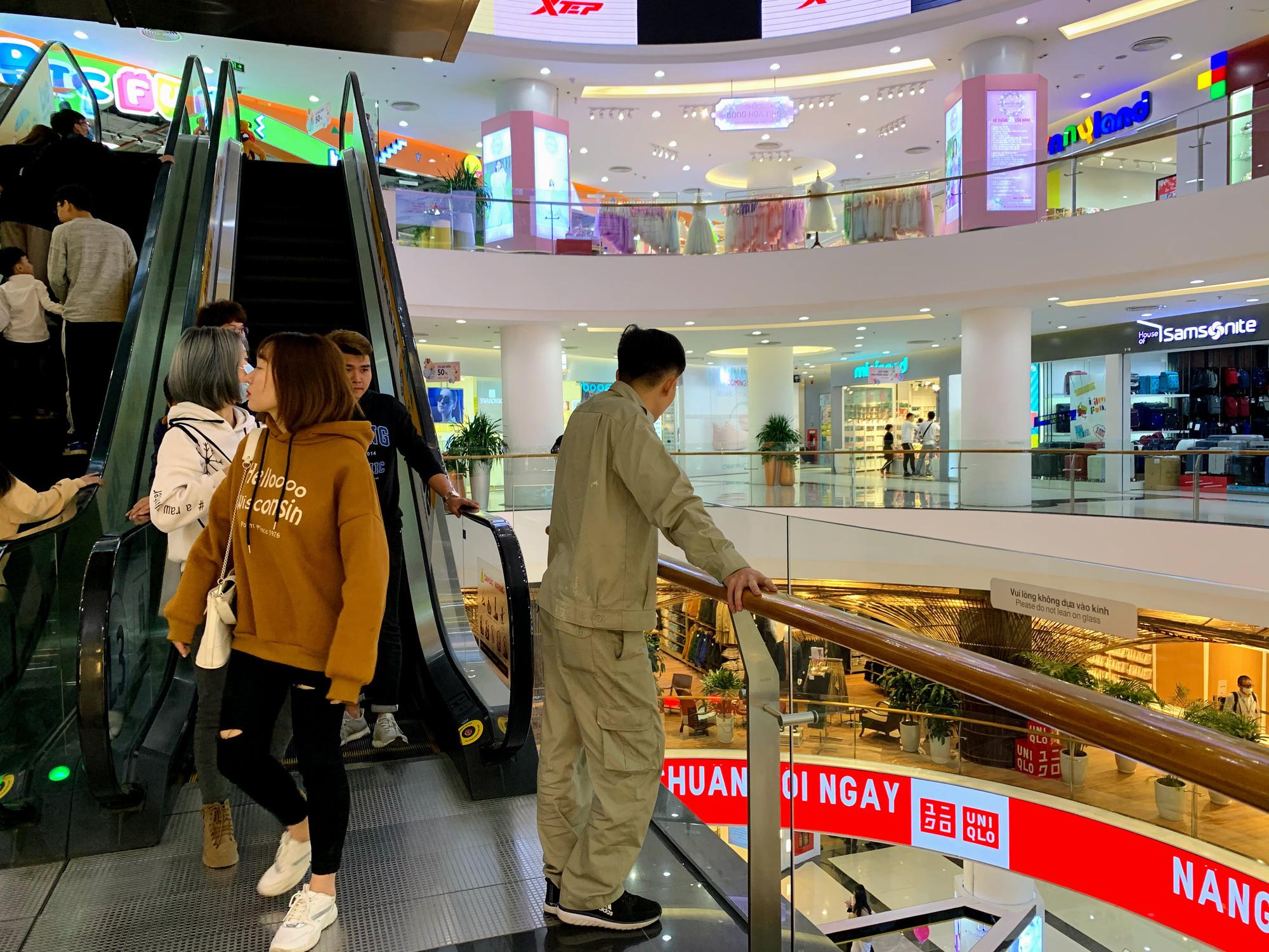 Bên trong cửa hàng Uniqlo lớn nhất Đông Nam Á ở Hà Nội có gì? - Ảnh 14.