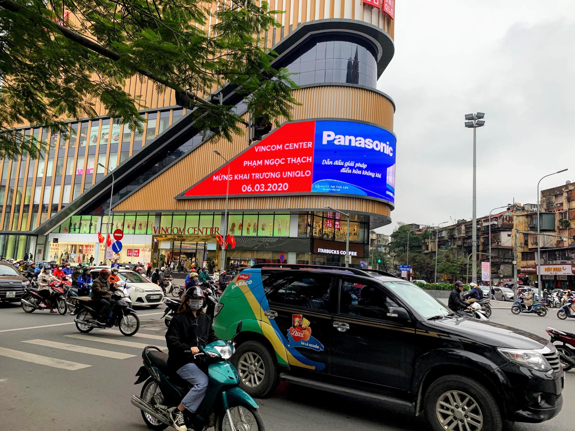 Bên trong cửa hàng Uniqlo lớn nhất Đông Nam Á ở Hà Nội có gì? - Ảnh 2.