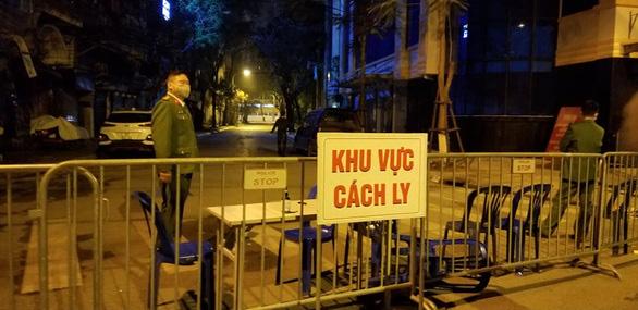 Thành phố Hà Nội hiện đang cách li bao nhiêu người sau vụ phát hiện bệnh nhân đầu tiên nhiễm COVID-19? - Ảnh 1.