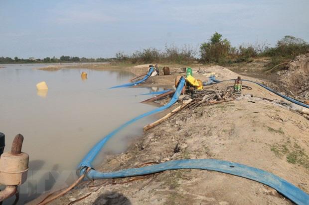 Bà Rịa-Vũng Tàu: Rầm rộ hoạt động bơm hút cát tại hồ Châu Pha - Ảnh 1.