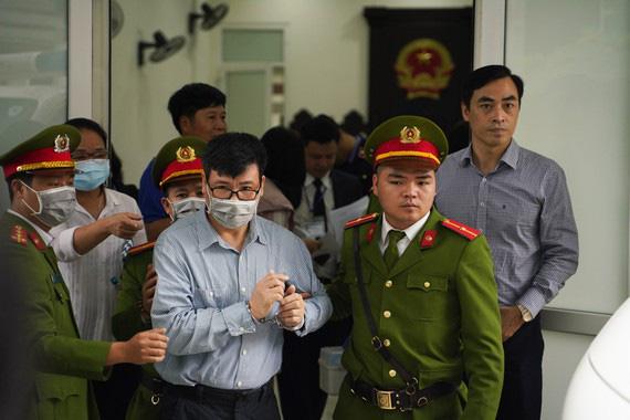 Trương Duy Nhất bị phạt 10 năm tù vì giúp Phan Văn Anh Vũ mua nhà công sản sai đối tượng - Ảnh 1.
