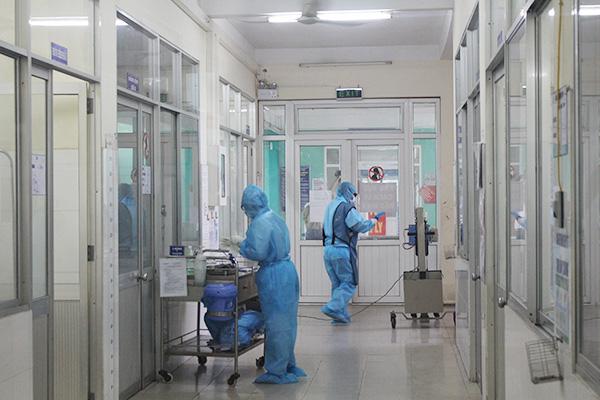 Lịch trình di chuyển của 2 du khách người Anh nhiễm COVID-19 tại Đà Nẵng - Ảnh 1.