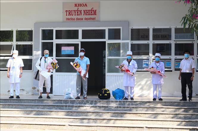 Thêm 2 bệnh nhân mắc COVID-19 xuất viện, nâng tổng số ca khỏi bệnh tại Việt Nam lên 60 - Ảnh 1.