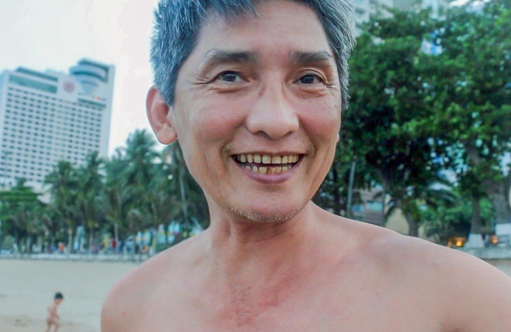 Nha Trang ra quân cưỡng chế người tắm biển - Ảnh 10.