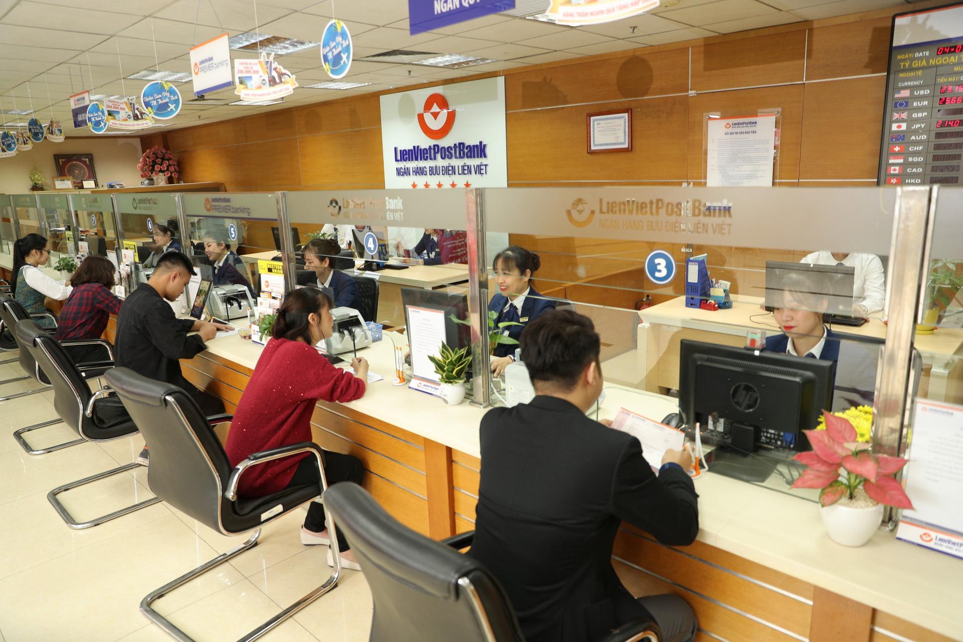 LienVietPostBank tung gói hỗ trợ 10.000 tỉ đồng, giảm lãi suất cho vay đối với khách hàng bị ảnh hưởng bởi dịch COVID-19 - Ảnh 1.