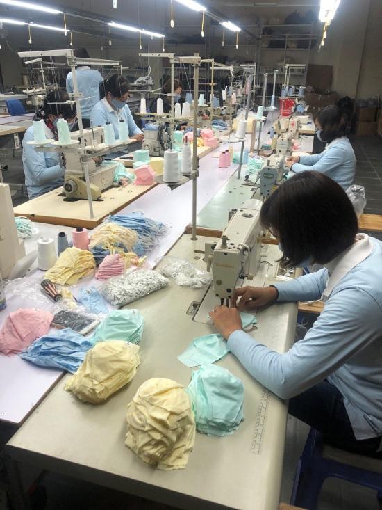 Việt Nam có thể là đại công xưởng khẩu trang của thế giới - Ảnh 1.