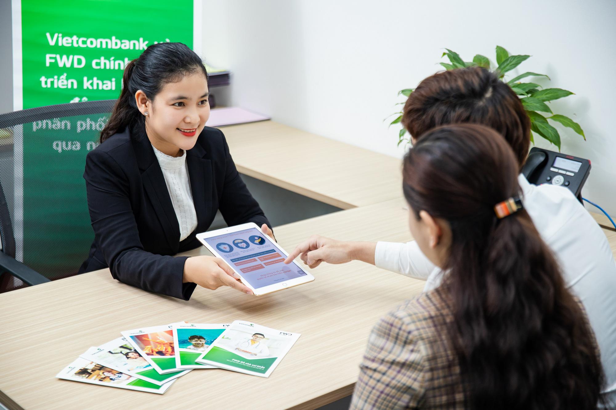 Vietcombank và FWD chính thức triển khai hợp tác độc quyền phân phối bảo hiểm qua ngân hàng - Ảnh 3.