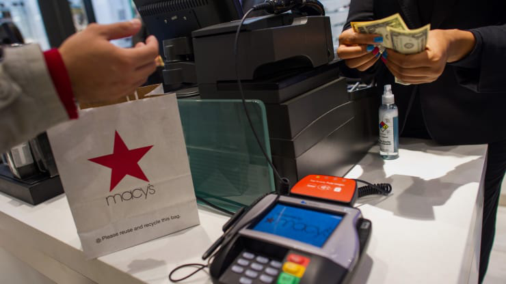 Retailers face another challenge during coronavirus: Handling returns - Ảnh 1.