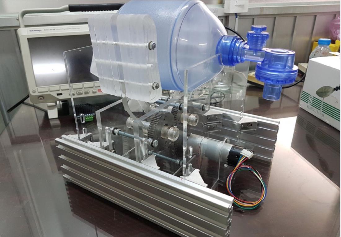 Viện nghiên cứu Bộ Công Thương sản xuất thành công máy thở có thể điều khiển từ xa, sẵn sàng phục vụ chống dịch COVID-19 - Ảnh 1.