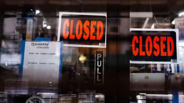 Mỹ có thêm 5,25 triệu người xin trợ cấp thất nghiệp, thành quả việc làm tích cóp 10 năm bị thiêu rụi trong 4 tuần - Ảnh 3.
