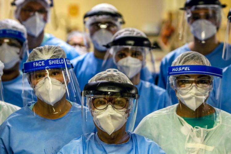 Cập nhật tình hình dịch virus corona ngày 17/4: Anh vượt mốc 100.000 ca nhiễm, tròn 24h Việt Nam không có thêm ca mới - Ảnh 1.