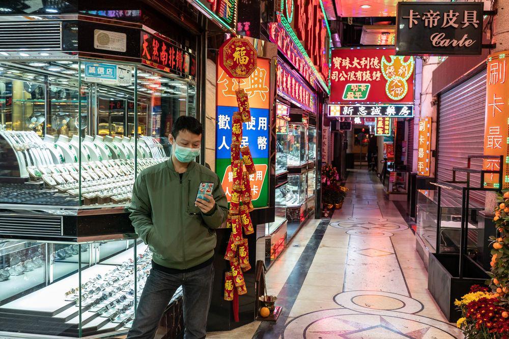 Người tiêu dùng Trung Quốc lắc đầu, thị trường tiêu thụ vàng lớn nhất thế giới đóng băng - Ảnh 1.