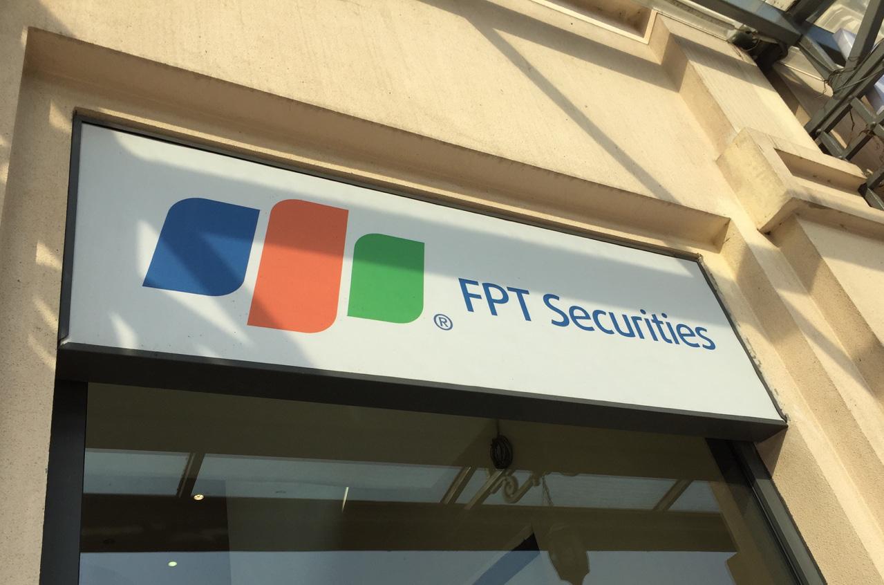 FPTS đặt chỉ tiêu lợi nhuận năm 2020 giảm 6%, tiếp tục tuyển thêm nhân sự dù thị trường khó khăn - Ảnh 1.