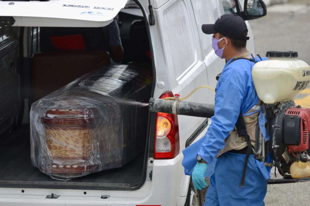 Tử thi la liệt trên phố vì COVID-19: Thảm cảnh ở một thành phố cảng của Ecuador sau khi để lọt một người nhiễm bệnh - Ảnh 2.