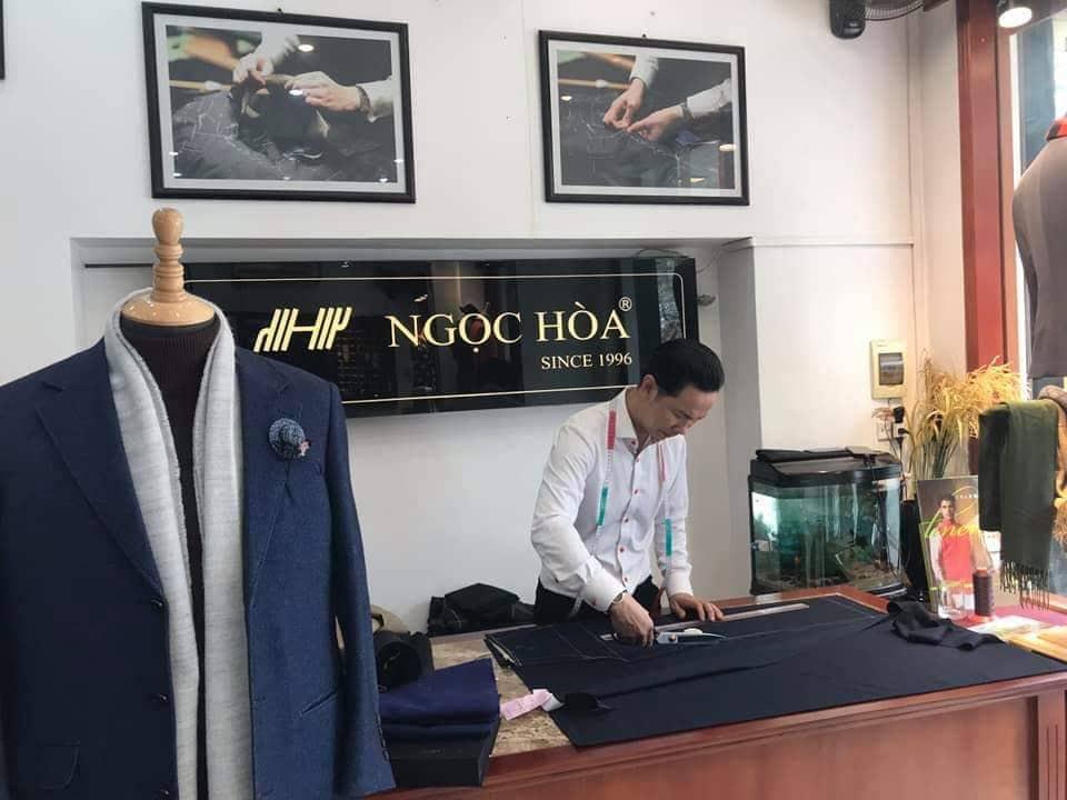 Học may từ lúc 7 tuổi, chớp thời cơ khi đất nước chuyển sang cơ chế thị trường, chàng trai Nam Định tạo nên thương hiệu áo vest nổi tiếng - Ảnh 1.