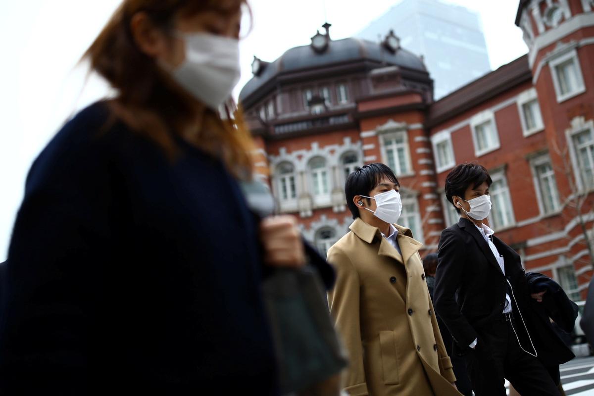 Cộng đồng mạng Nhật Bản sửng sốt khi Thủ tướng không ban bố tình trạng khẩn cấp, cho mỗi hộ gia đình 2 khẩu trang - Ảnh 2.