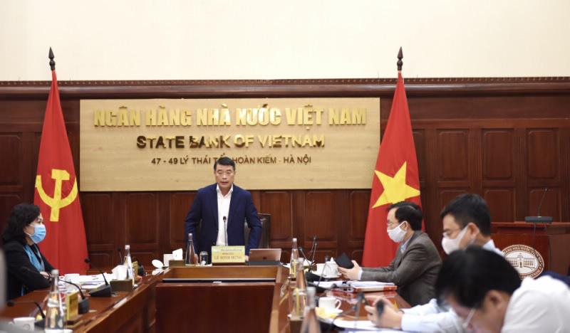 Thống đốc Lê Minh Hưng báo cáo Chính phủ tình hình hoạt động của ngành Ngân hàng.
