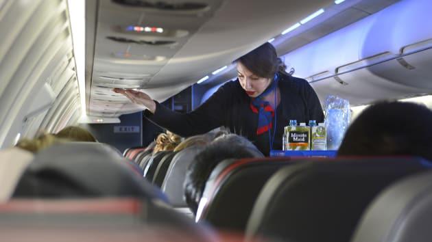 Khổ sở vì đại dịch, hàng không Mỹ vẫn coi gói hỗ trợ 61 tỉ USD như liều thuốc độc, chưa ai chịu uống - Ảnh 1.