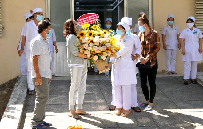 Thêm 10 ca COVID-19 khỏi bệnh hôm nay, trong đó có ca 'siêu lây nhiễm' số 34 ở Bình Thuận - Ảnh 1.
