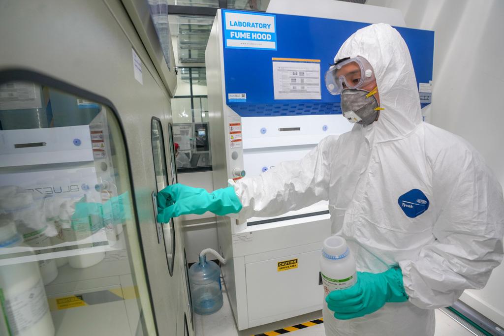 Vingroup bắt tay sản xuất máy thở và máy đo thân nhiệt cung cấp cho thị trường Việt Nam - Ảnh 1.