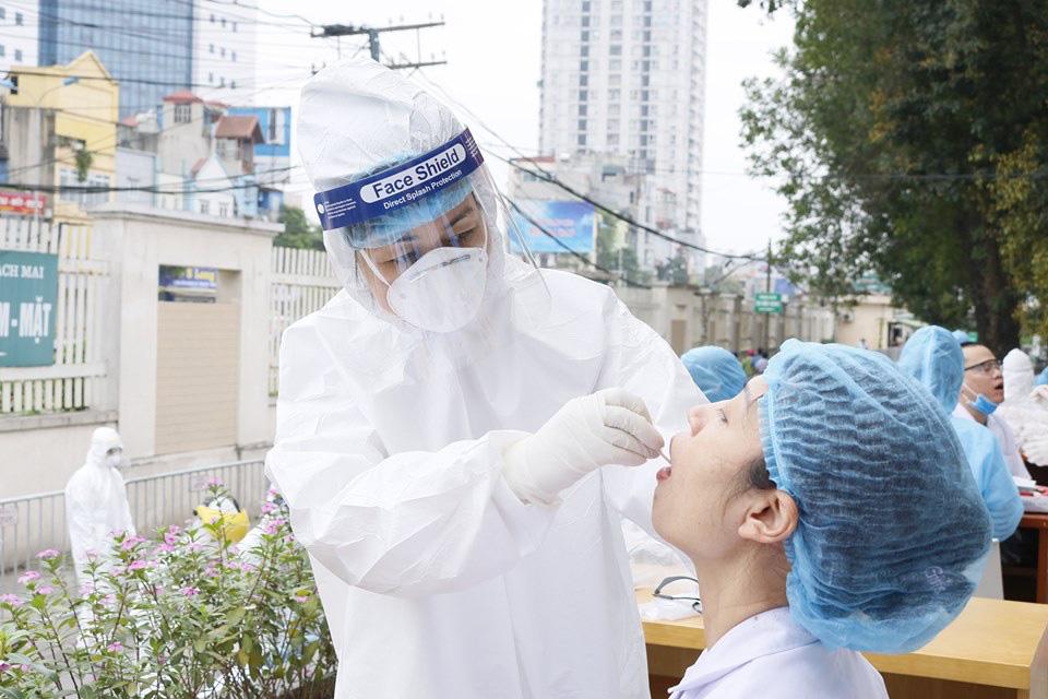 Sàng lọc tại bệnh viện Bạch Mai: 22 mẫu dương tính với COVID-19 trong 8.388 mẫu có kết quả - Ảnh 1.