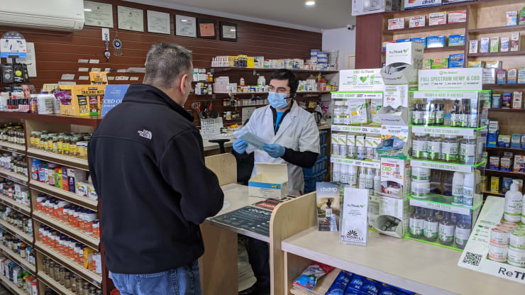 'There's a shortage of everything': Pharmacies in New York City struggle to keep key medications stocked amid coronavirus outbreak - Ảnh 1.