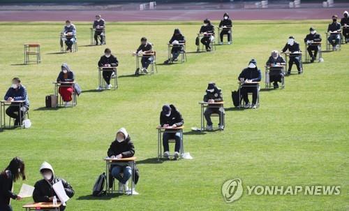 Hàn Quốc lần đầu ghi nhận dưới 50 ca nhiễm COVID-19 mới, gia hạn cách li toàn xã hội thêm hai tuần tới ngày 19/4 - Ảnh 1.