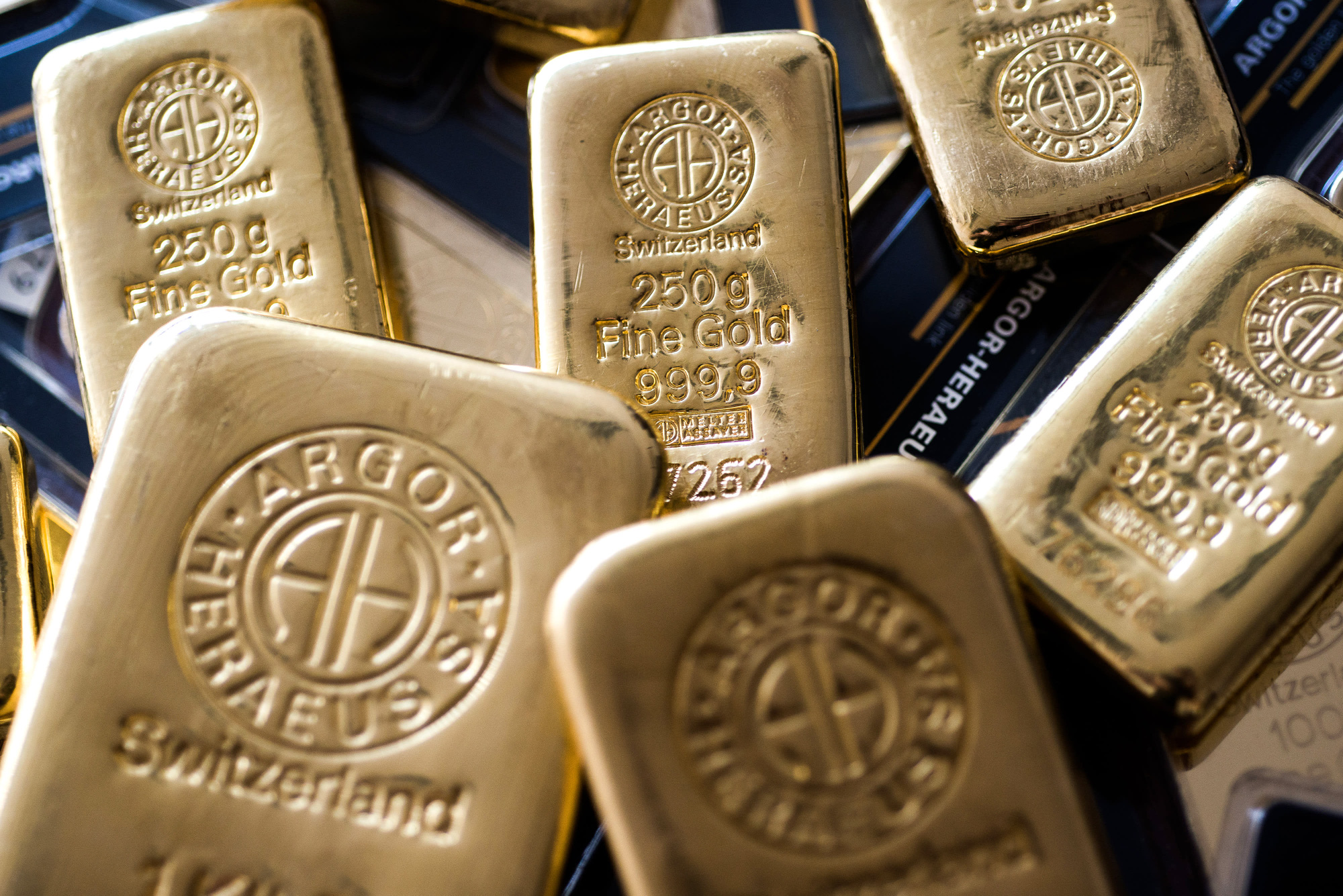 Giá vàng hôm nay 7/4: Bật tăng hơn 2% trên thị trường quốc tế  - Ảnh 1.
