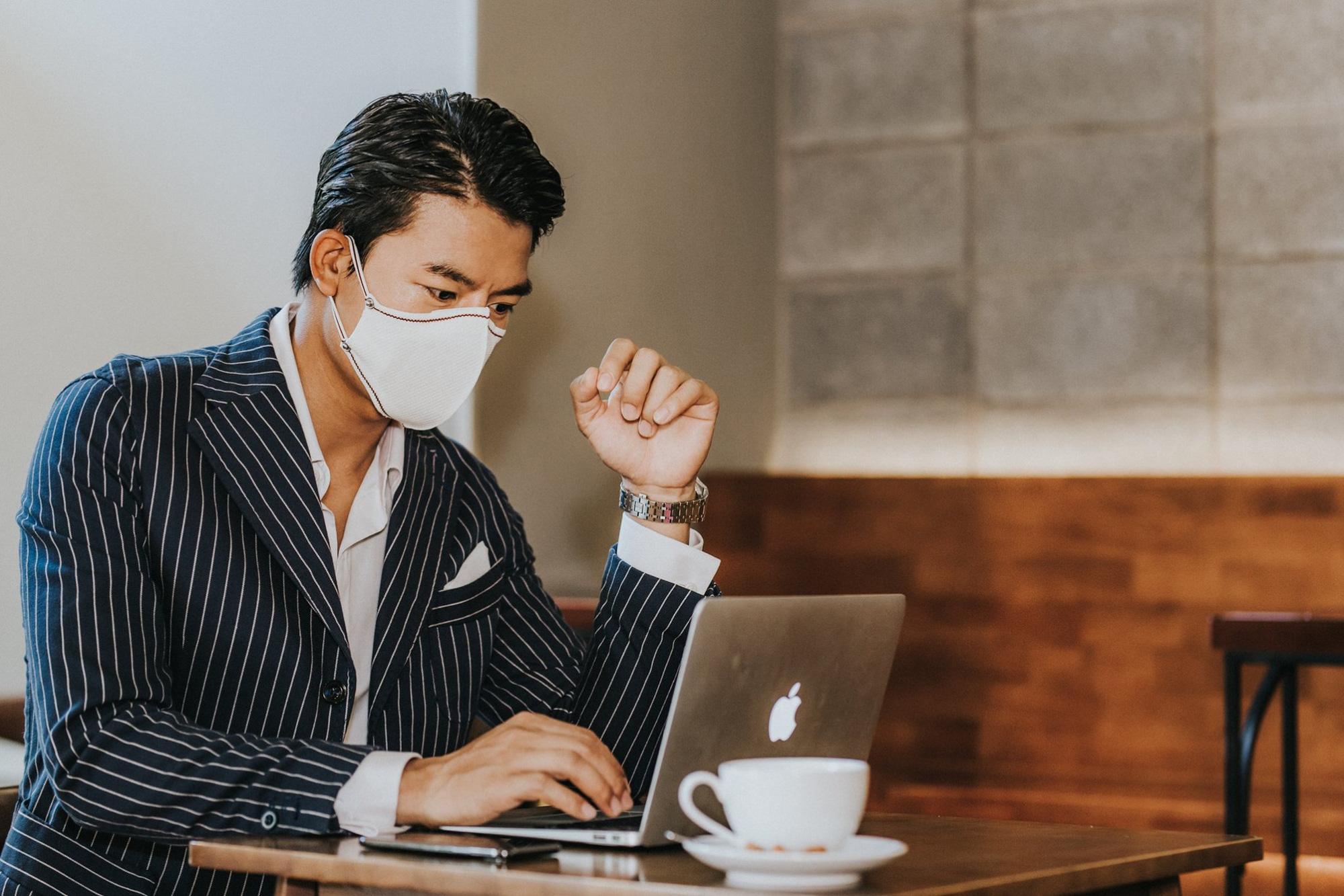 Sau khi sản xuất giày từ bã cà phê, startup Việt tiếp tục ra mắt khẩu trang cà phê, giúp người dùng tiết kiệm 1.000 - 3.000 đồng/ngày - Ảnh 1.