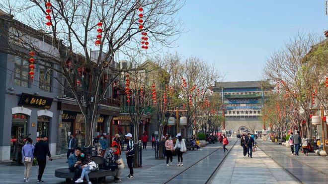 Bất chấp 'làn sóng virus thứ hai', dân Trung Quốc thản nhiên vui chơi - Ảnh 3.