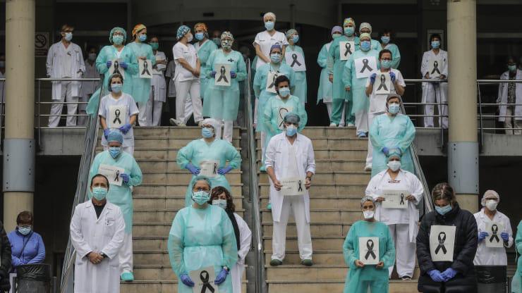 Thế giới thiếu gần 6 triệu y tá để chống COVID-19 - Ảnh 1.
