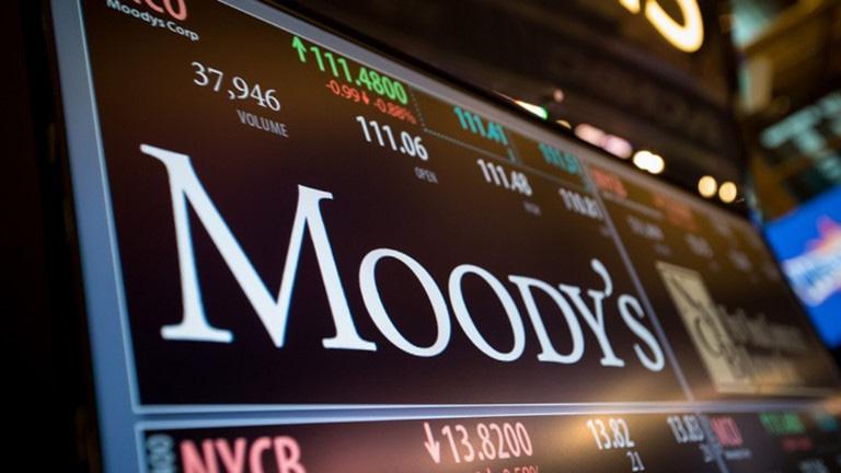 Moody's xem xét hạ tín nhiệm 5 tổ chức tín dụng của Việt Nam - Ảnh 1.