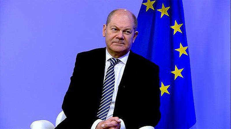COVID-19: Họp thâu đêm, EU vẫn không thống nhất về cứu trợ - Ảnh 1.